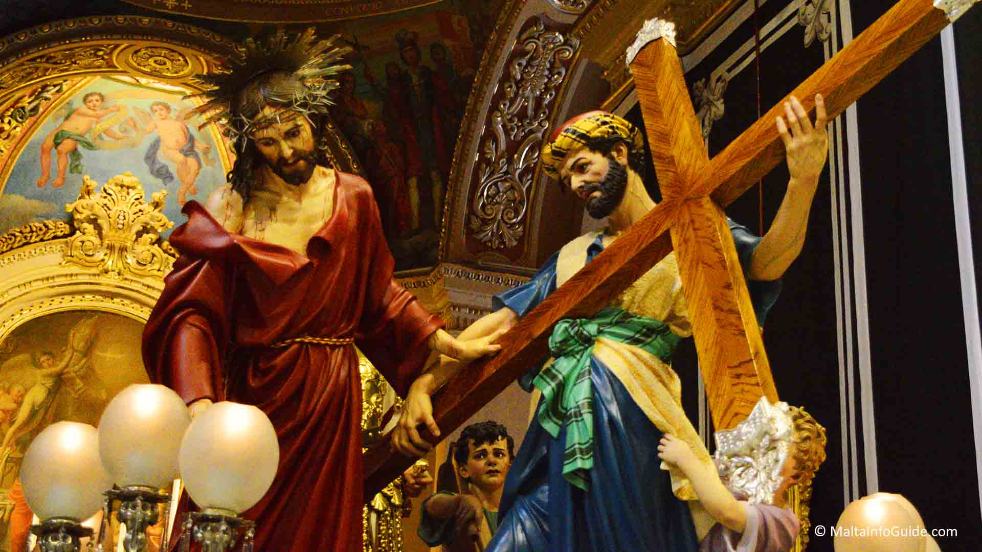 Statues depicting when Simon helped Jesus carry the cross