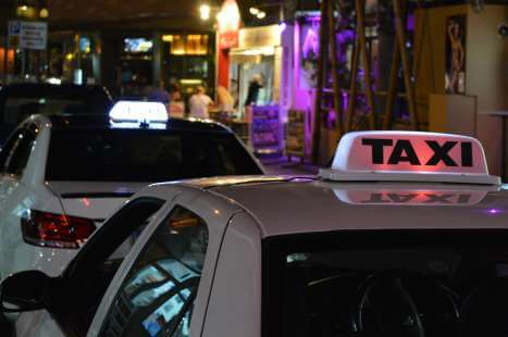 Paceville taxi services beside Baystreet